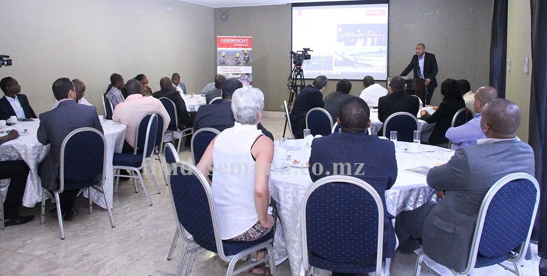 Participantes no encontro com Imprensa 1