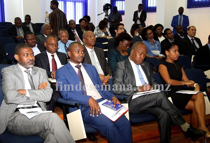 Participantes no seminário de reflexao sobre concessões ferro portuárias promovido pelo Ministério dos Transporte e Comunicações