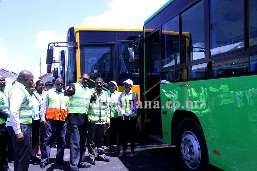 Visita do Secretário Permanente do Ministério dos Transportes e Comunicações à frota de autocarros projecto Parceria Público Privada2