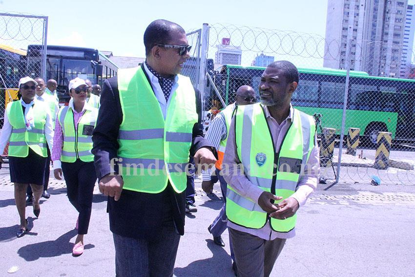Visita do Secretário Permanente do Ministério dos Transportes e Comunicações à frota de autocarros projecto Parceria Público Privada 1