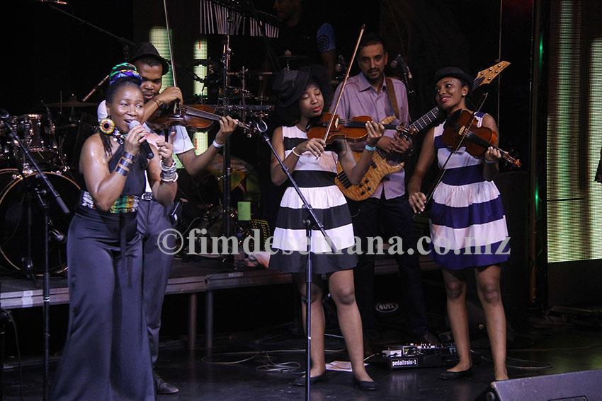Actuação da Mingas durante o show de lançamento do novo álbum da banda Ghorwane