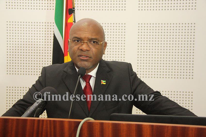 Ministro dos Transportes e Comunicações Carlos Mesquita