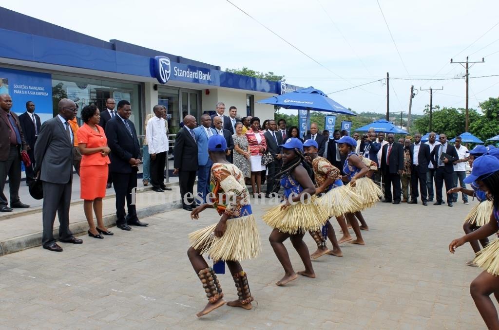 Actividades culturais durante a cerimónia de inauguração do balcão de Cariacó