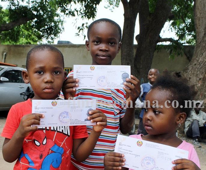 Algumas das crianças beneficiárias do projecto cidadania
