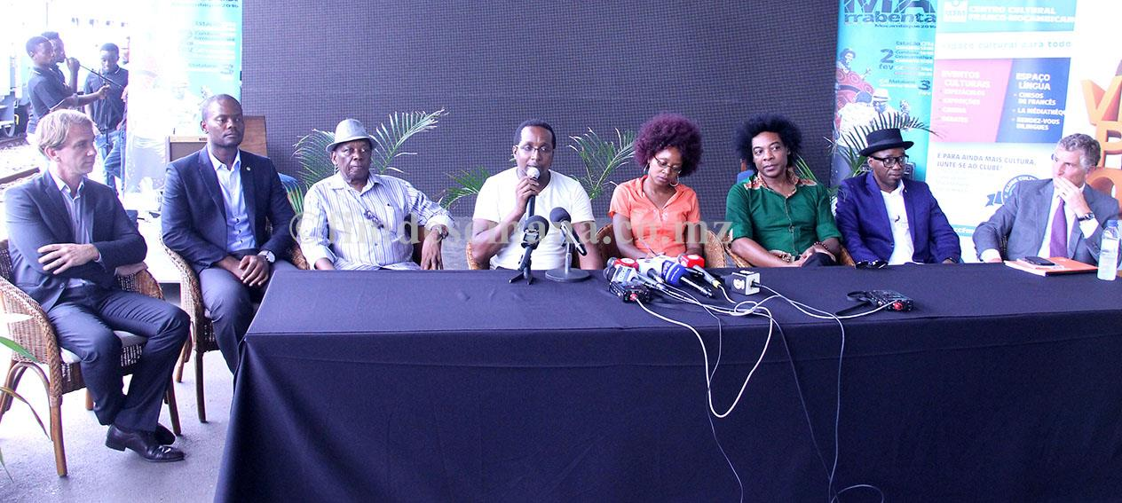 Mesa que presidiu a conferência de imprensa da IX edição do Festival da Marrabenta