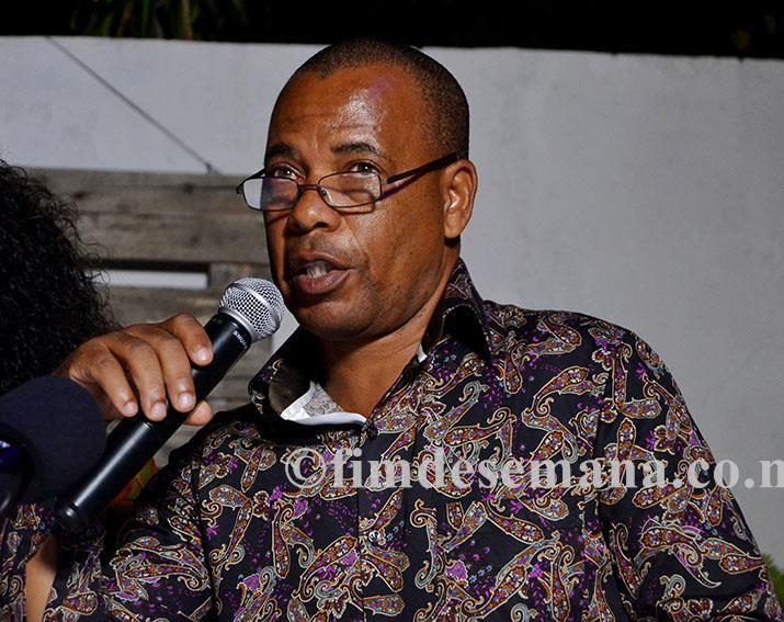 Aurélio Cuna apresentador do livro