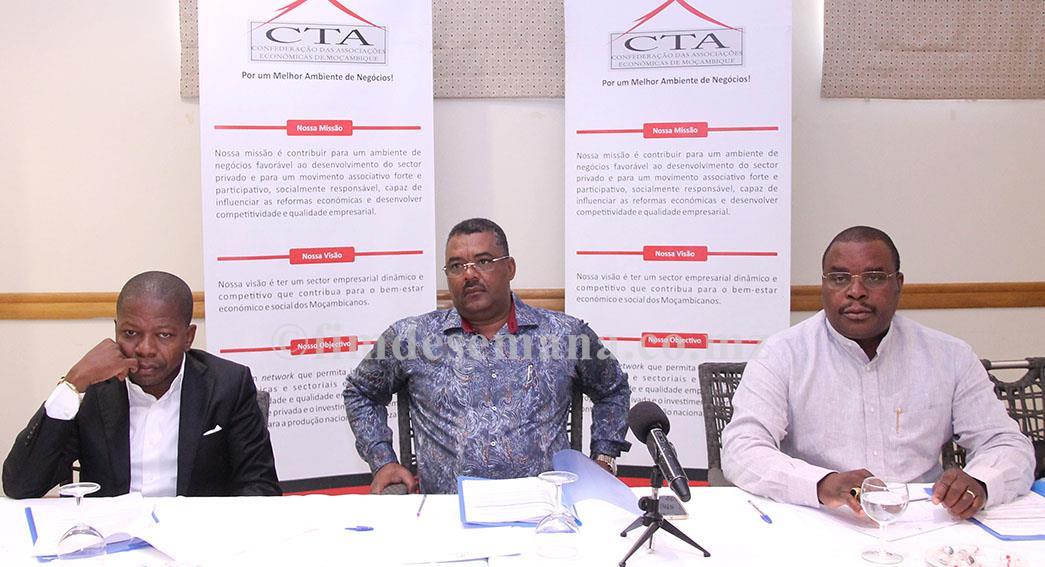Mesa que presidiu a reunião do Conselho Directivo da CTA com os presidentes dos CEPs