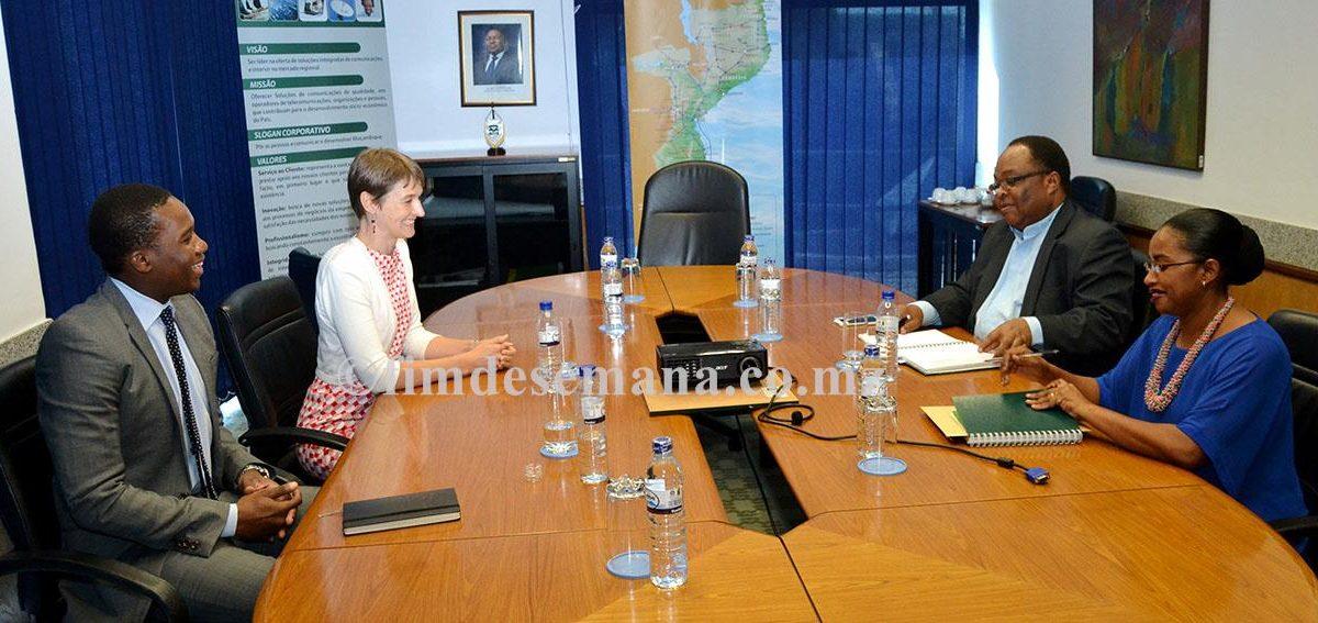 Mesa que presidiu o encontro entre a TDM e a Alta Comissária Britânica