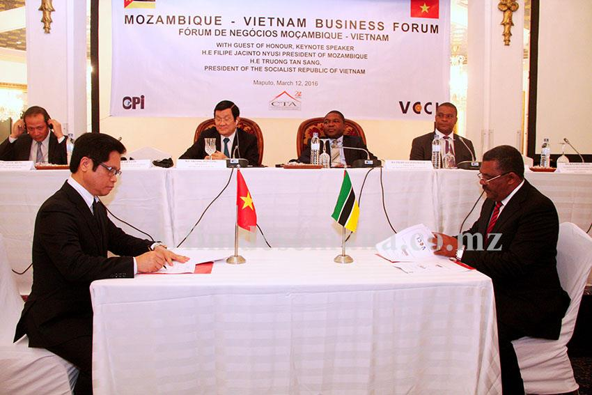 Assinatura do memorando de cooperação institucional entre a CTA e VCCI