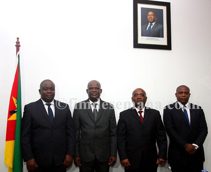 Foto em família com o Ministro e os empossados