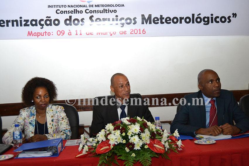 Mesa que presidiu a cerimónia de abertura do 1º Conselho Consultivo do INAM