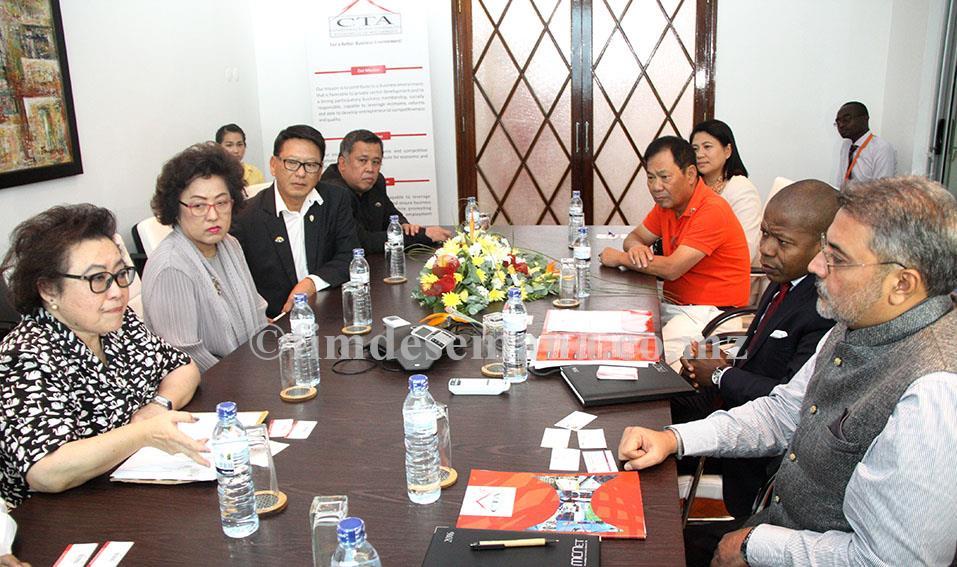 Mesa que presidiu o encontro entre a CTA e a delegação empresarial da Tailândia