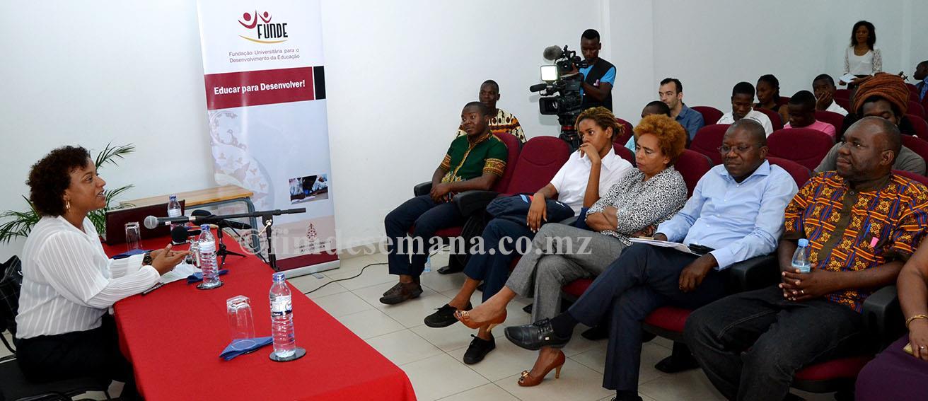 Mesa que presidiu o seminário sobre jornalismo universitário Linguagem como factor identitário