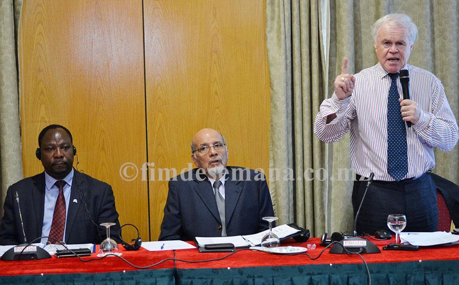 Mesa que presidiu o workshop de capacitação sobre o Operador Económico Autorizado em Moçambique