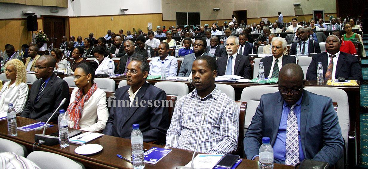Participantes na cerimónia do Dia Nacional do Contribuinte