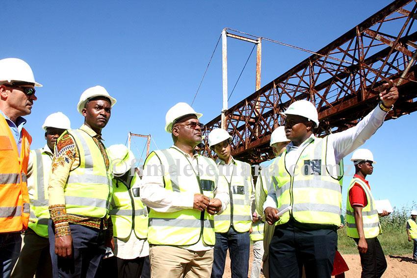 Visita às obras da ponte ferroviária de Boane