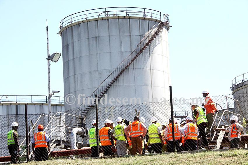 Visita do Ministro dos Transportes e Comunicações ao terminal de combustíveis da Matola