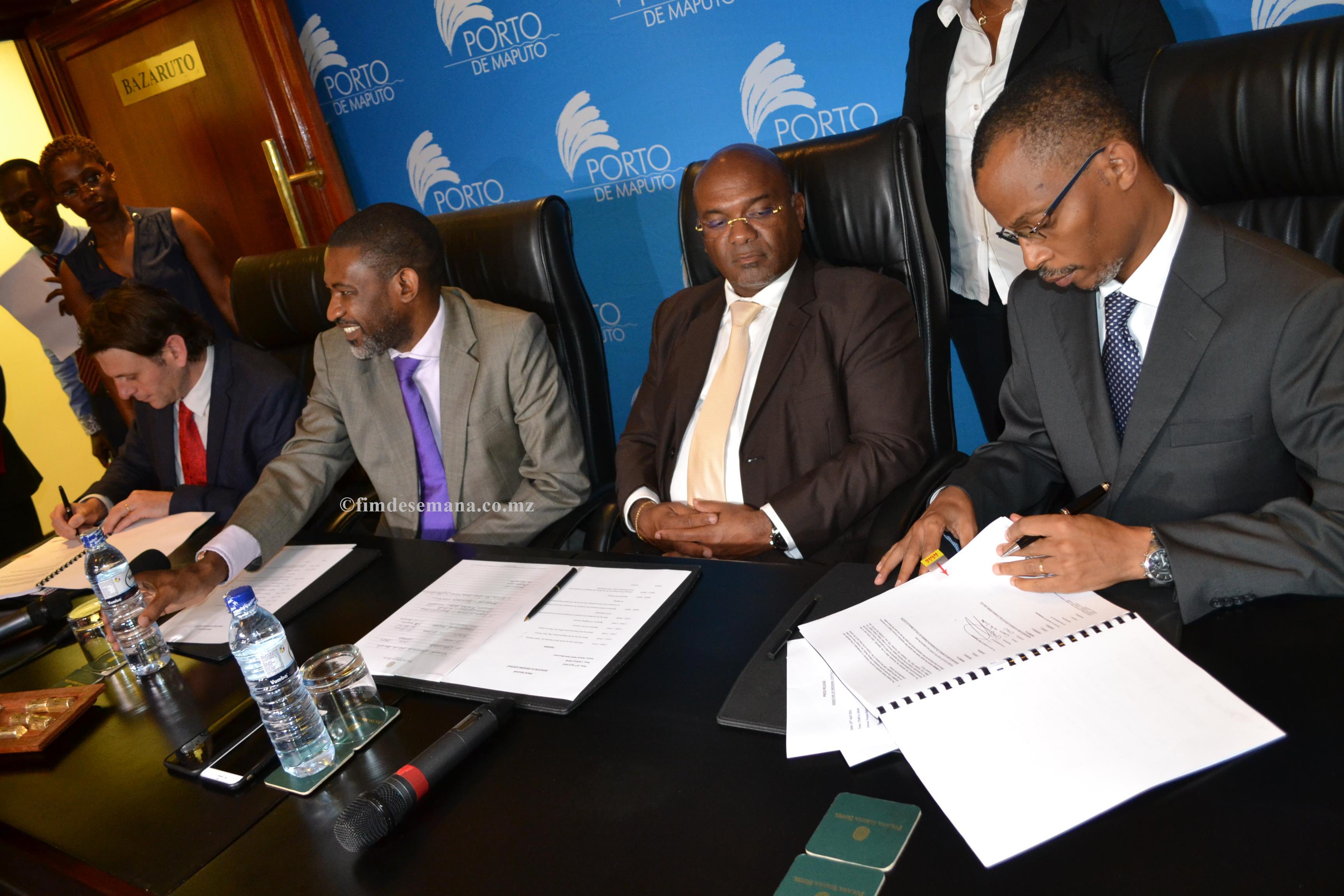 Assinatura do acordo de dragagem 1