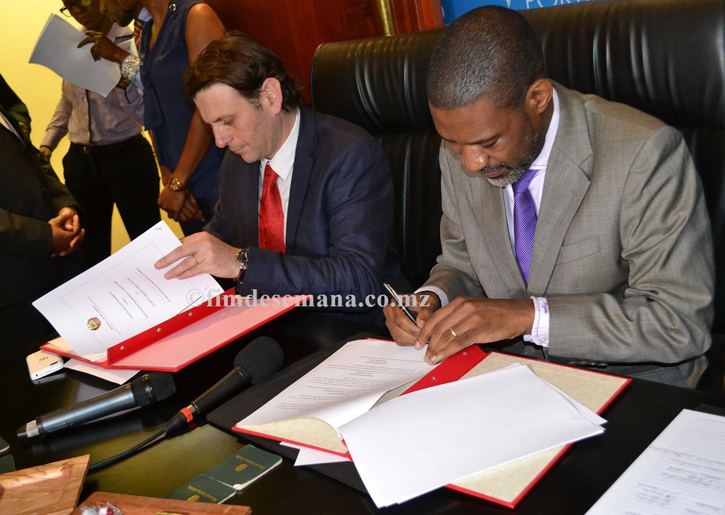 Assinatura do acordo de dragagem 2
