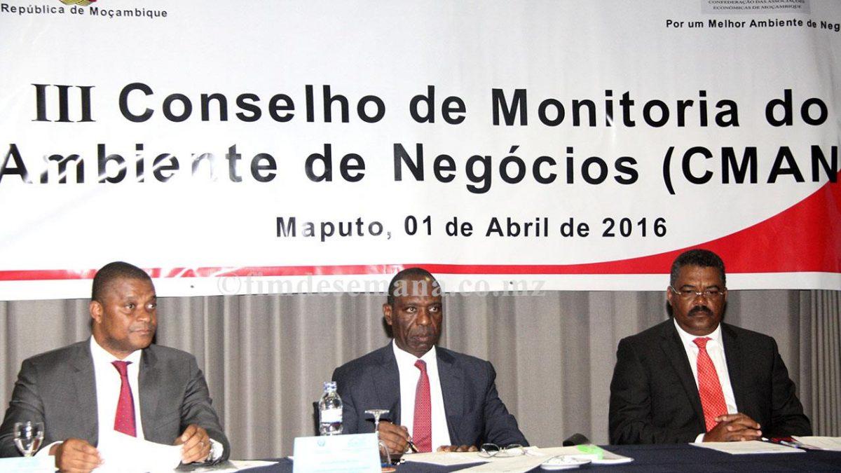 Mesa que presidiu o III Conselho de Monitoria do Ambiente de Negócios CMAN