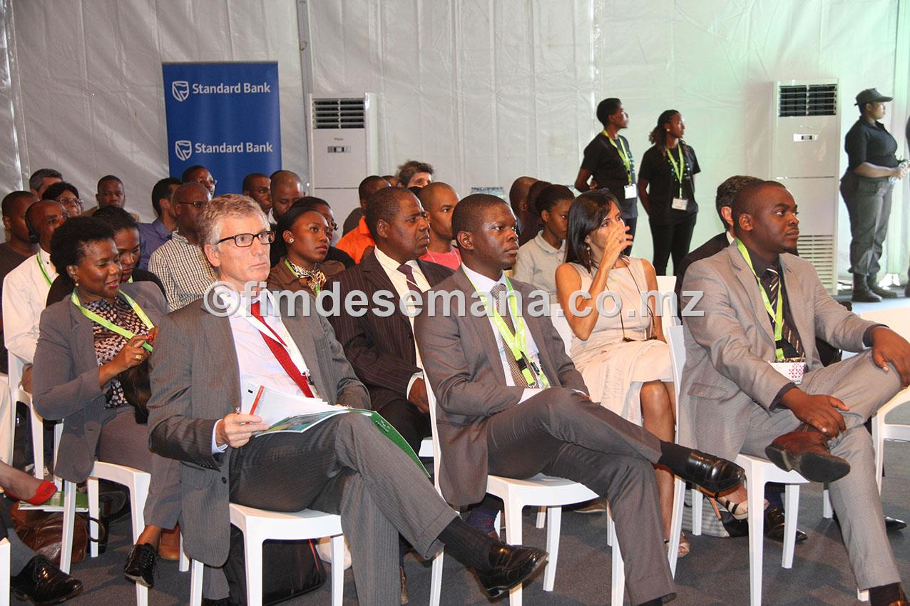 Participantes no painel