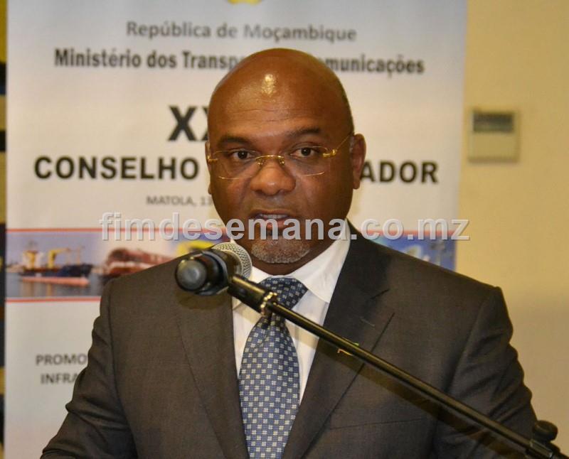 Carlos Mesquita Ministro dos Transportes e Comunicaçoes