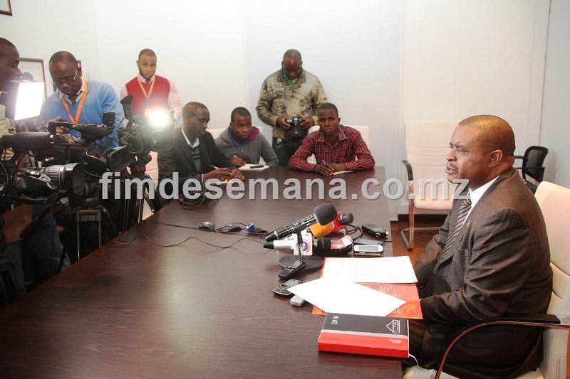 Mesa que presidiu a conferência de imprensa sobre a XIV Conferência Anual do Sector Privado CASP
