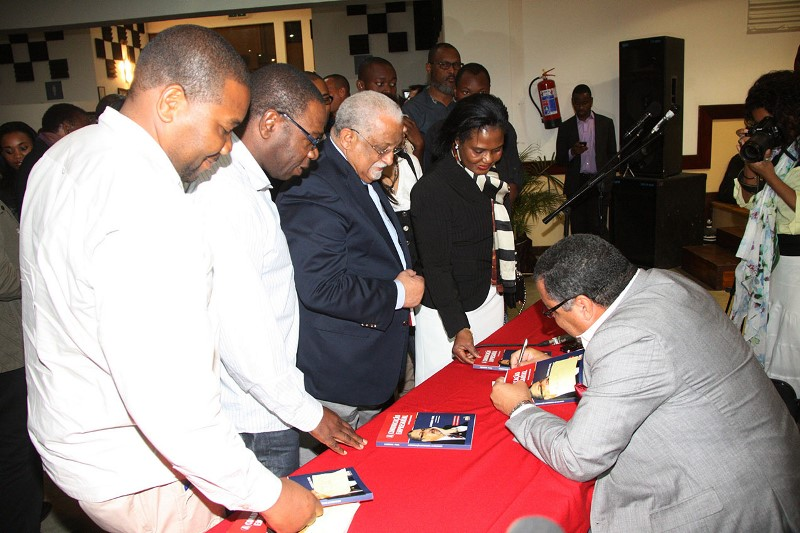 Momento da assinatura de autógrafos