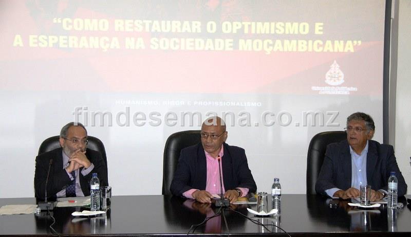 Painel principal da Mesa Redonda sob tema como Restaurar o Optimismo e a Esperança na Sociedade Moçambicana