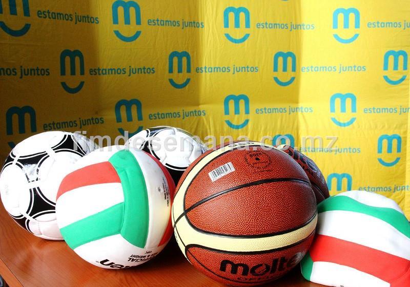 Parte das bolas entregues à Escola Secundária Nelson Mandela