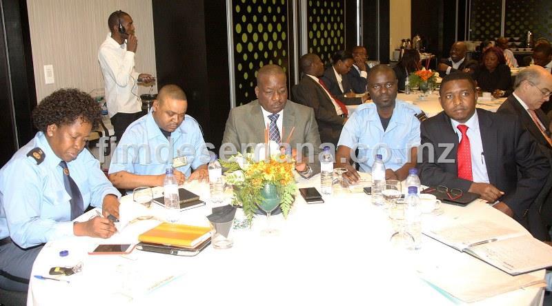 Participantes no encontro sobre o impacto da bancarizaçao na colecta de receitas do Estado com a JUE e MCNET 1