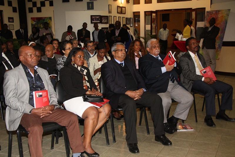 Participantes no lançamento do livro A Comunicação Empresarial em Moçambique