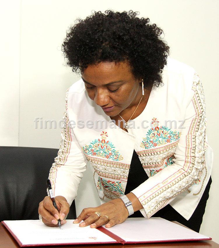 Assinatura da declaraçao de compromisso de honra