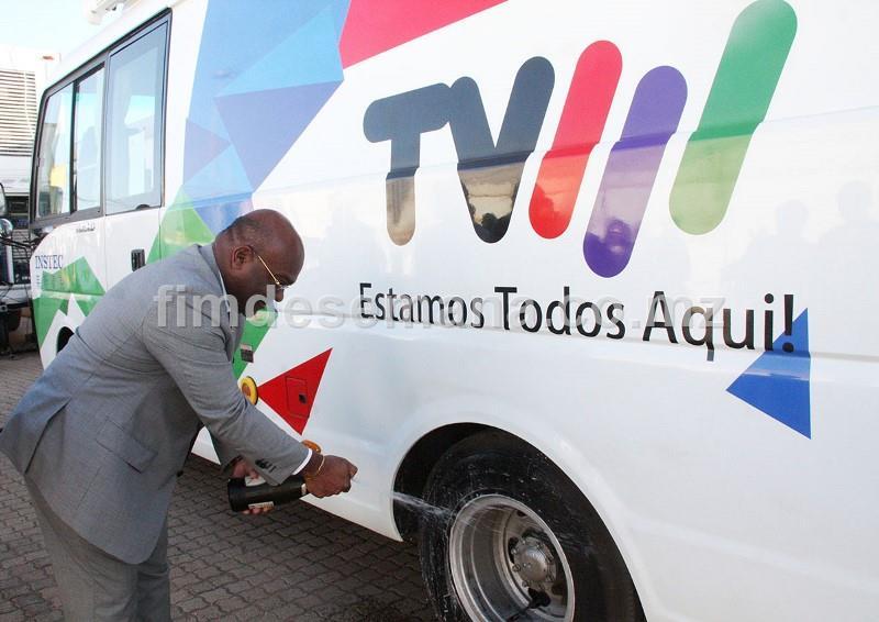 Baptismo de um dos veículos oferecidos à TVM