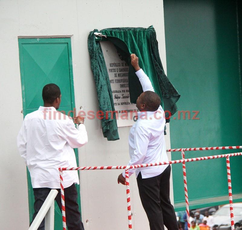 Descerramento da placa de inauguraçao da ponte sobre o Rio Umbelúzi pelo Presidente da República