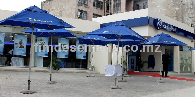Fachada frontal da nova Agência do Standard Bank em Nacala