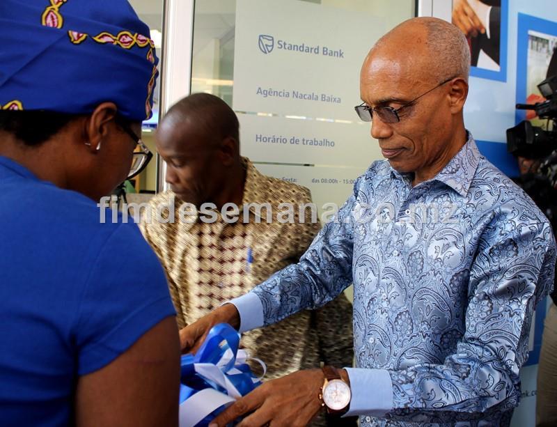 O governador da província de Nampula quando procedeu ao corte da fita