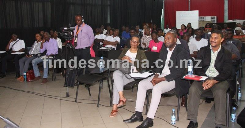 Participantes na palestra sobre a Comunica o Empresarial em Mo ambique