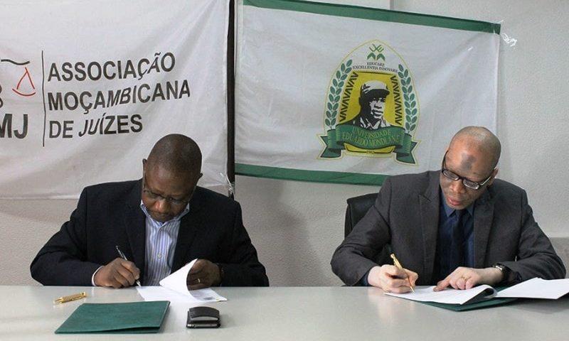 Assinatura do acordo de entendimento para formação de Juízes