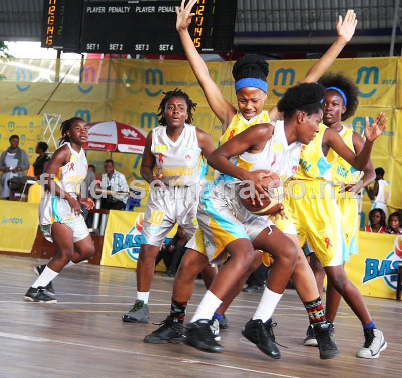 Jogo entre a Escola Secundária Francisco Manyanga e Josina Machel em femininos