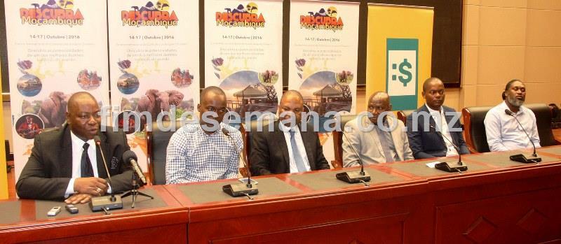 Mesa que presidiu a conferência de imprensa do lançamento da Feira Internacional do Turismo