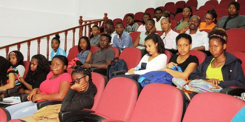 Participantes na palestra sobre liberdade de expressão em tempos de violência