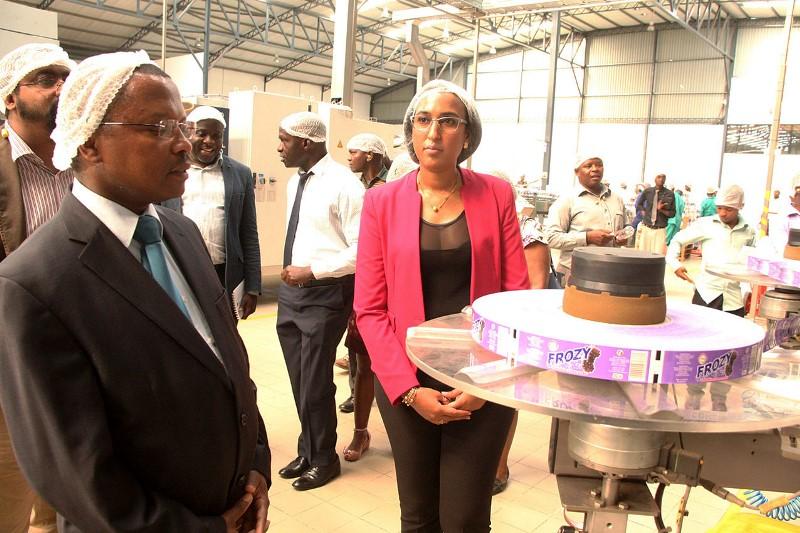 Visita do Vice Ministro do MIC e MISAU à fabrica da Frozy