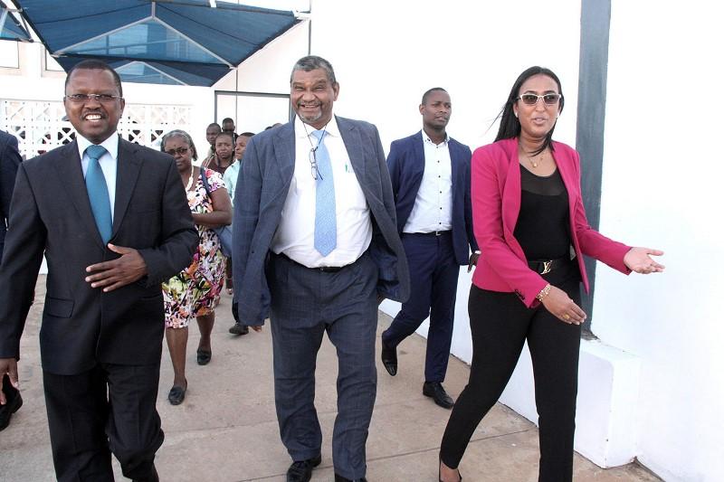 Visita do Vice Ministro do MIC e MISAU à fabrica da Frozy 1