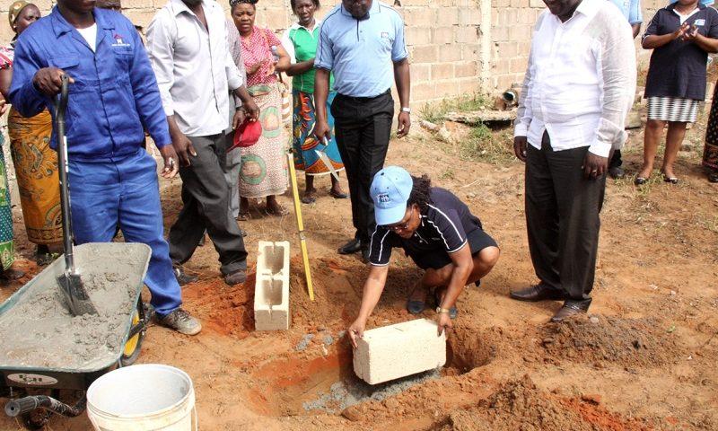 Lançamento da primeira pedra para a construção da Direcção Distrital do INSS de KaMubukwane