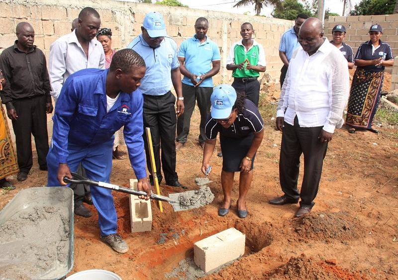 Lançamento da primeira pedra para a construção da Direcção Distrital do INSS de KaMubukwane 1