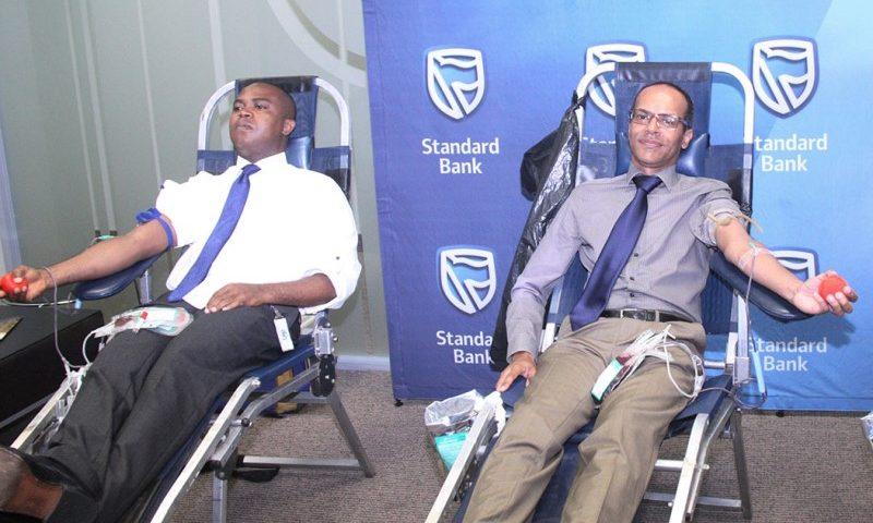 Colecta de sangue pelos funcionários do Standard Bank