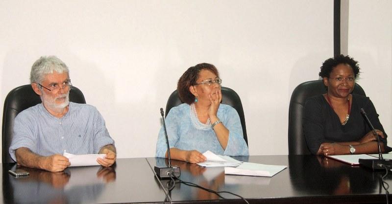 Mesa que presidiu a oração de sapiência sobre o papel da universidade face à crise económica