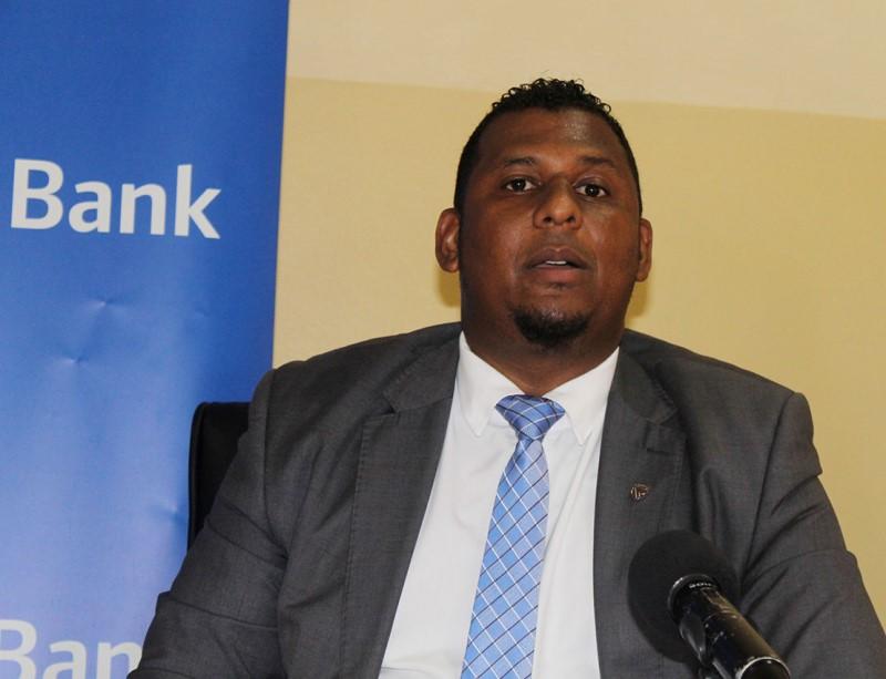 Jair Ismael gerente do balcão do Standard Bank na cidade da Maxixe