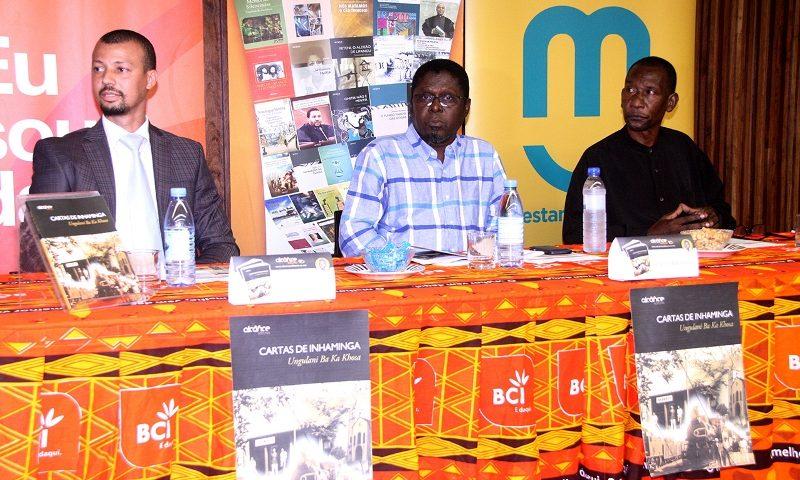 Mesa que presidiu o lançamento do livro Cartas de Inhaminga